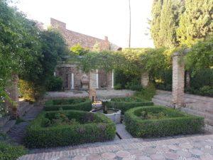 Traumhafter Springbrunnen in der Festung Alcazaba in Malaga