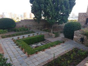 Traumhafter Garten in der Festung Alcazaba in Malaga